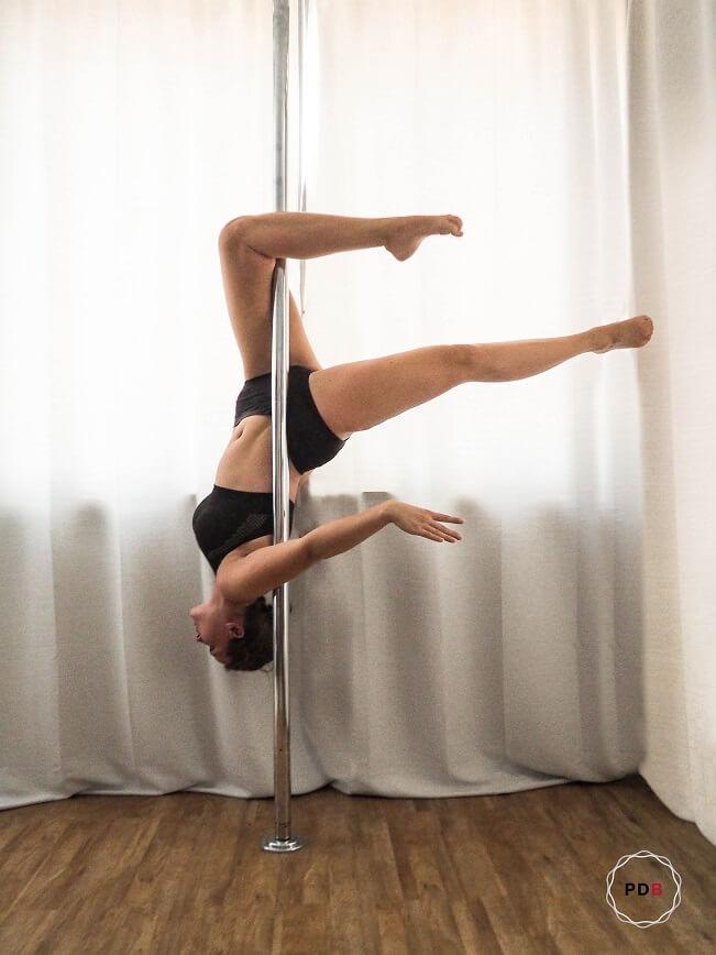 Poledance Outside Leg Hang